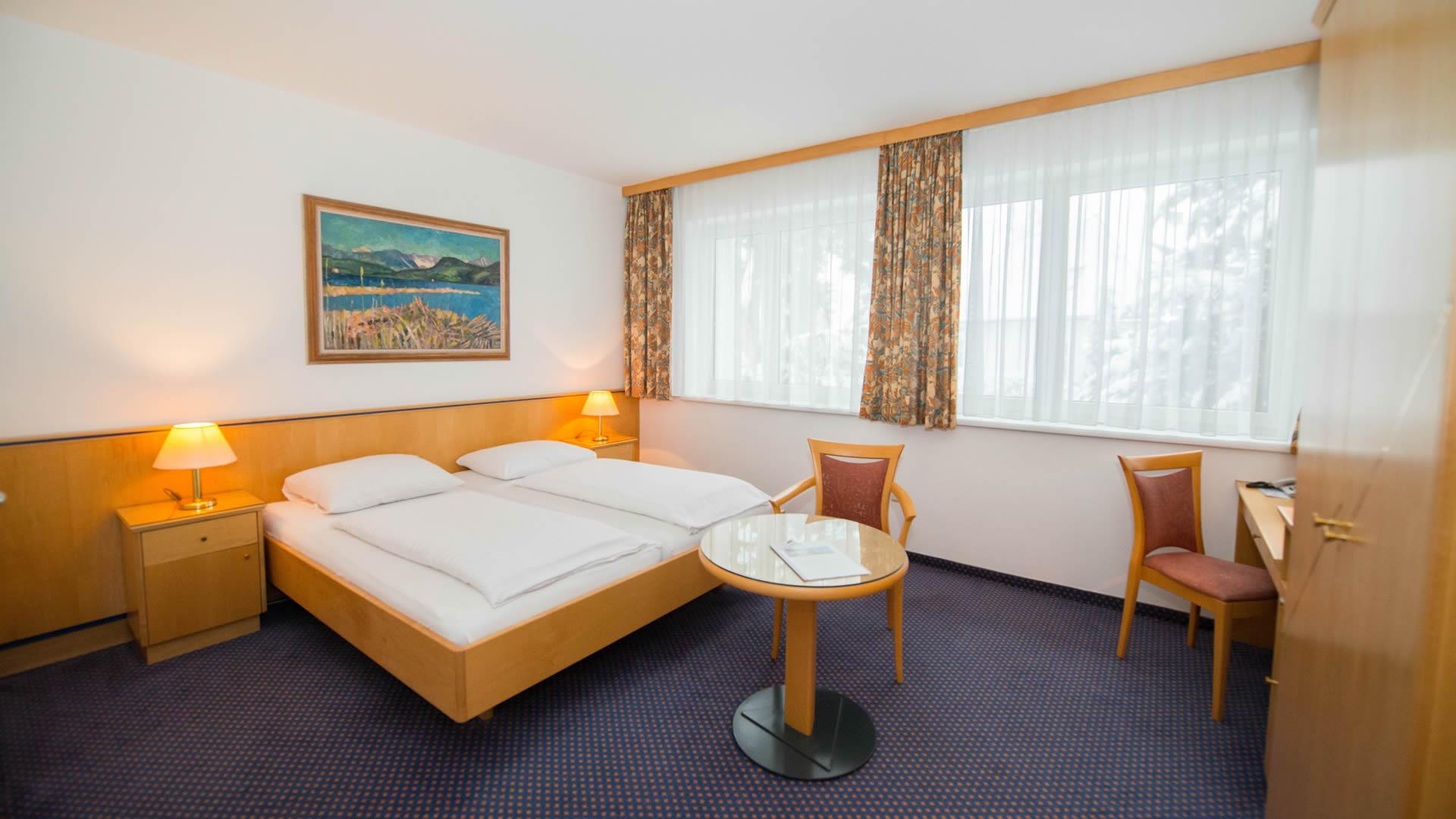 Doppelzimmer mit Balkon im Parkhotel Styria in Steyr